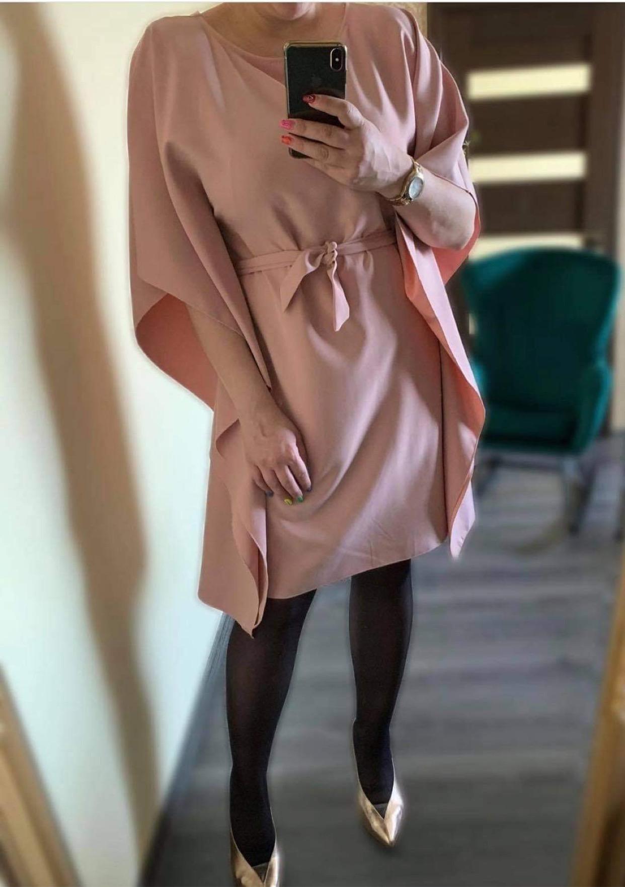 Kvadrato tipo suknelė su diržu