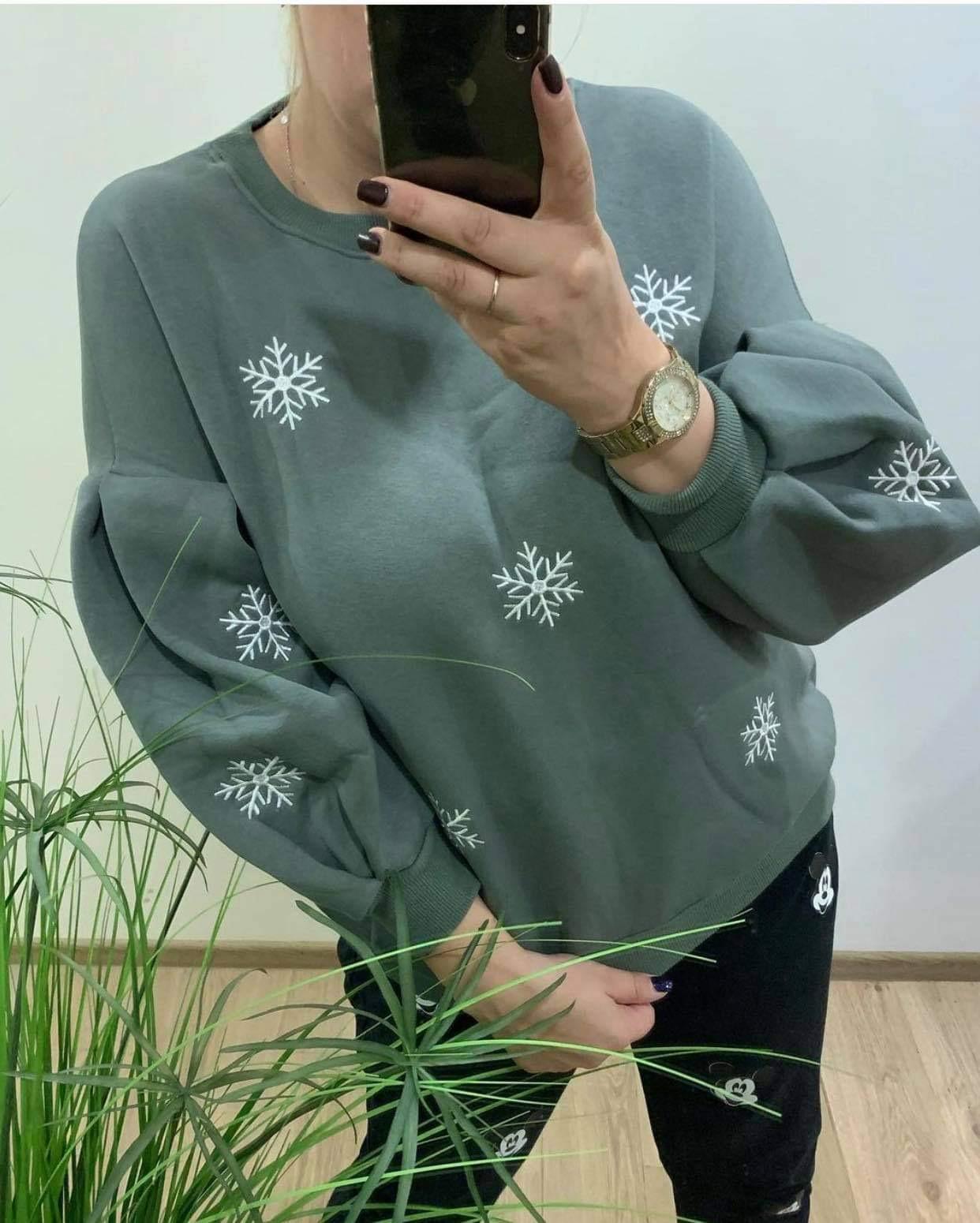 Oversized džemperis su snaigėm