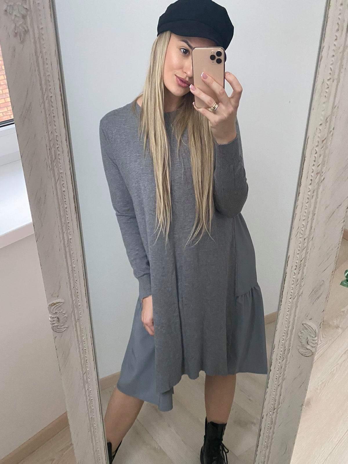 Pilka kombinuota suknelė su krentančiu audiniu