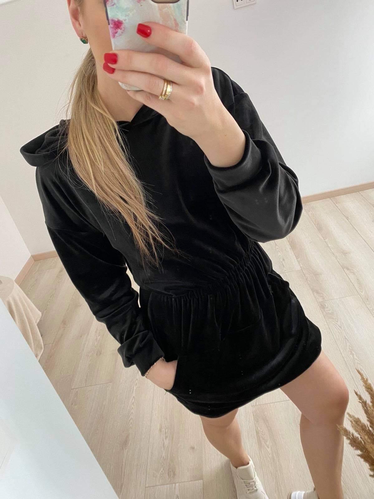 Veliūrinė džemperio tipo suknelė
