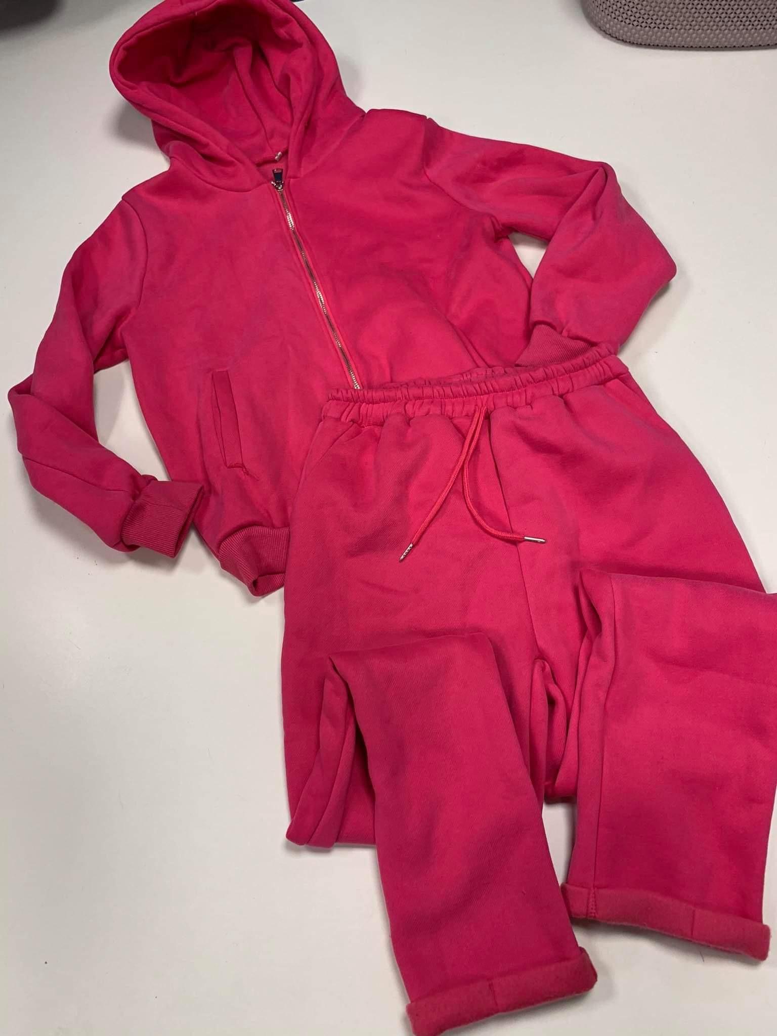 Rožinis kostiumėlis su pūkeliu
