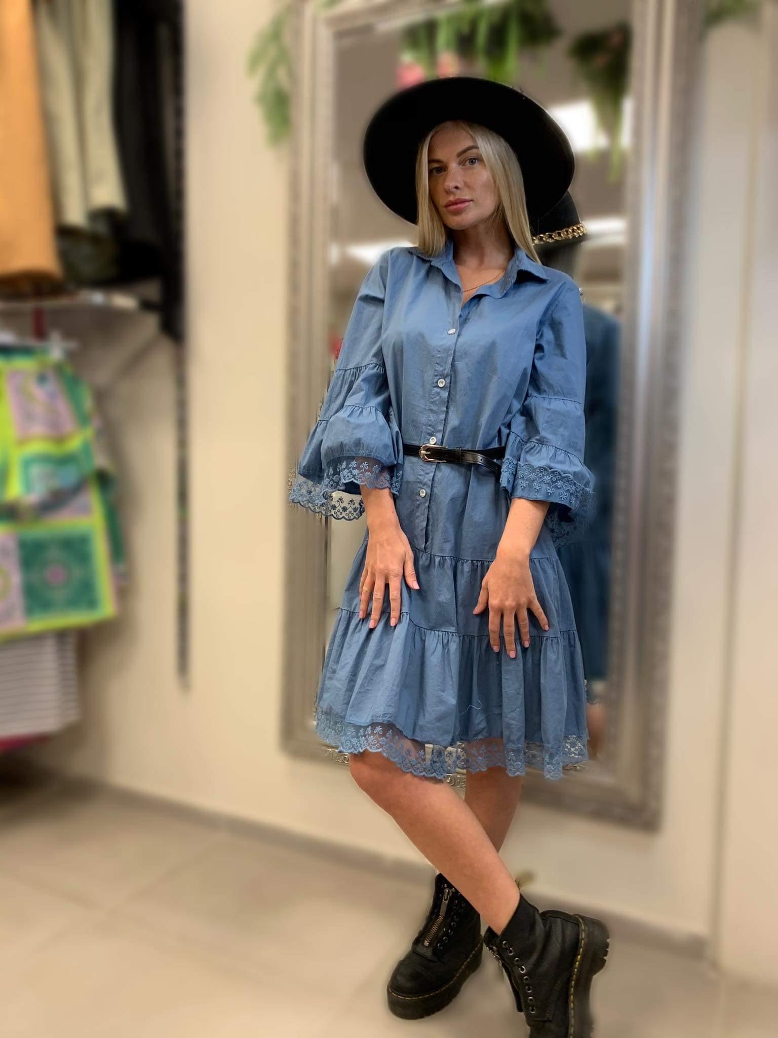 Stilinga suknelė plačiom rankovèm