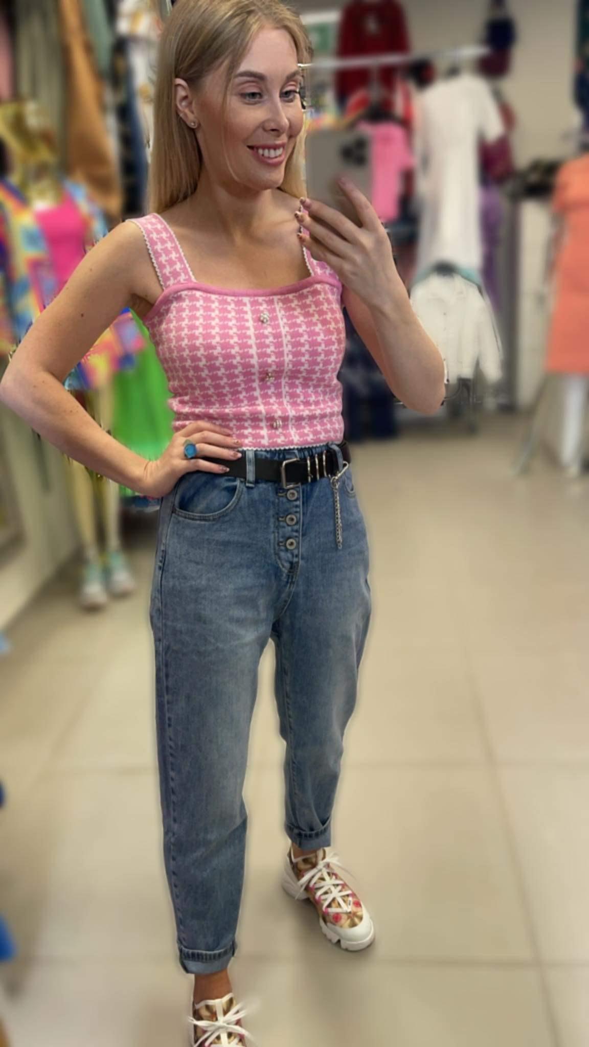 Stilingi mom fit džinsai su diržu